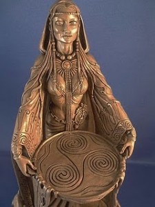 Legenda o Noći Veštica  Danu-celtic-goddess-CU-top-BZ-MDAN-225x300