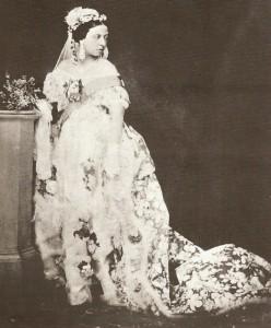 """""""kraljica Viktorija u beloj venčanici"""""""