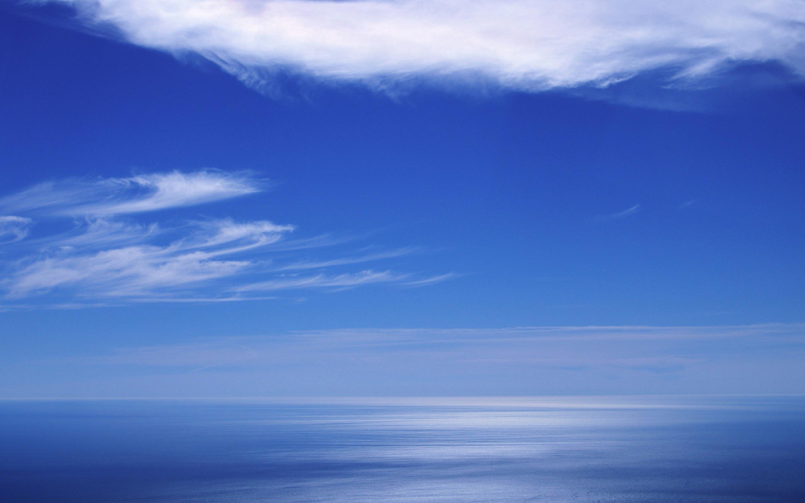 """Nebo plave boje, Der Himmel ist blau"""
